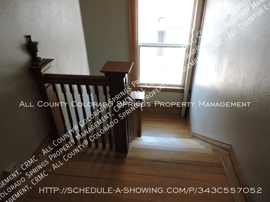 Room_for_rent_near_colorado_college-back_staircase2