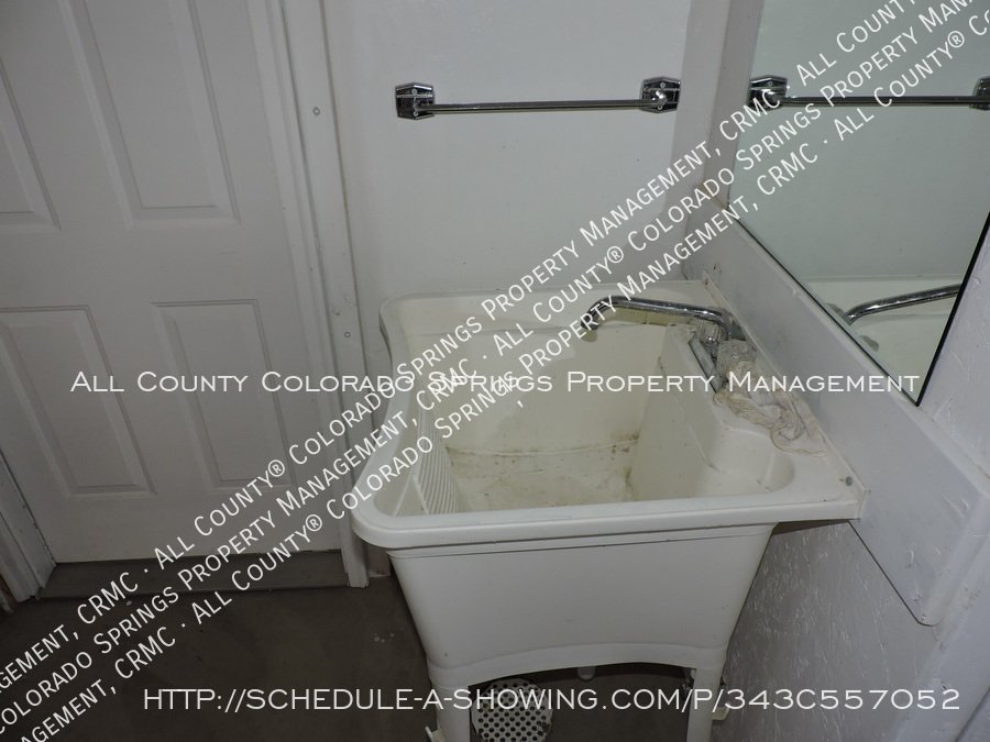 Room_for_rent_near_colorado_college-laundry