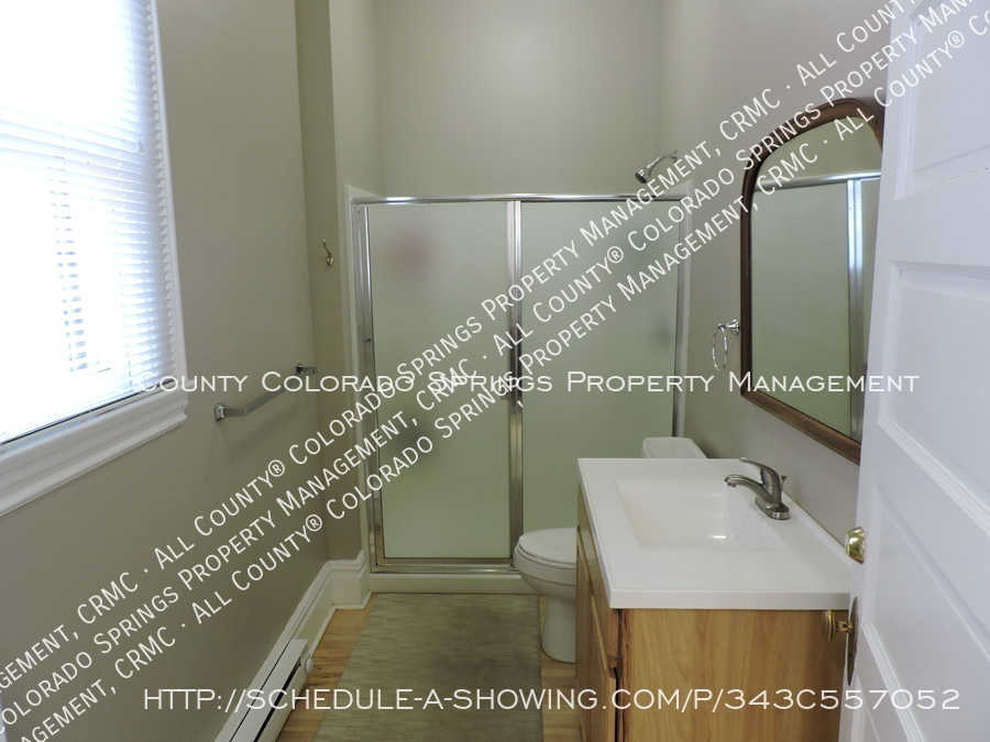 Room_for_rent_near_colorado_college-main_full_bath2