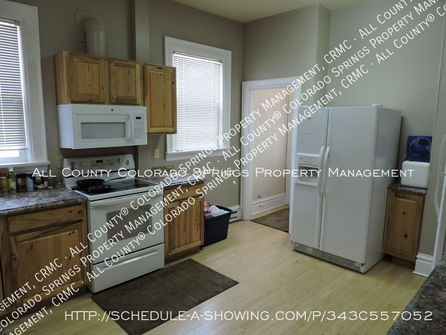 Room_for_rent_near_colorado_college-main_kitchen2