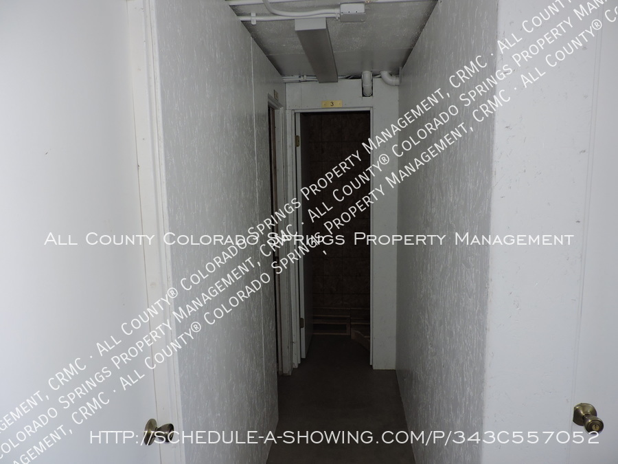 Room_for_rent_near_colorado_college-storage3