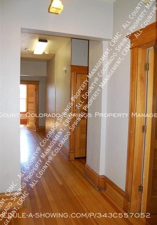 Room_for_rent_near_colorado_college-upper_level_hallway