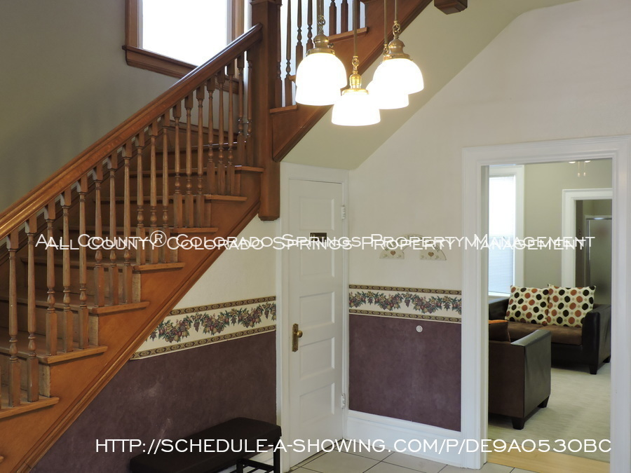 Room_for_rent_near_colorado_college-foyer_2