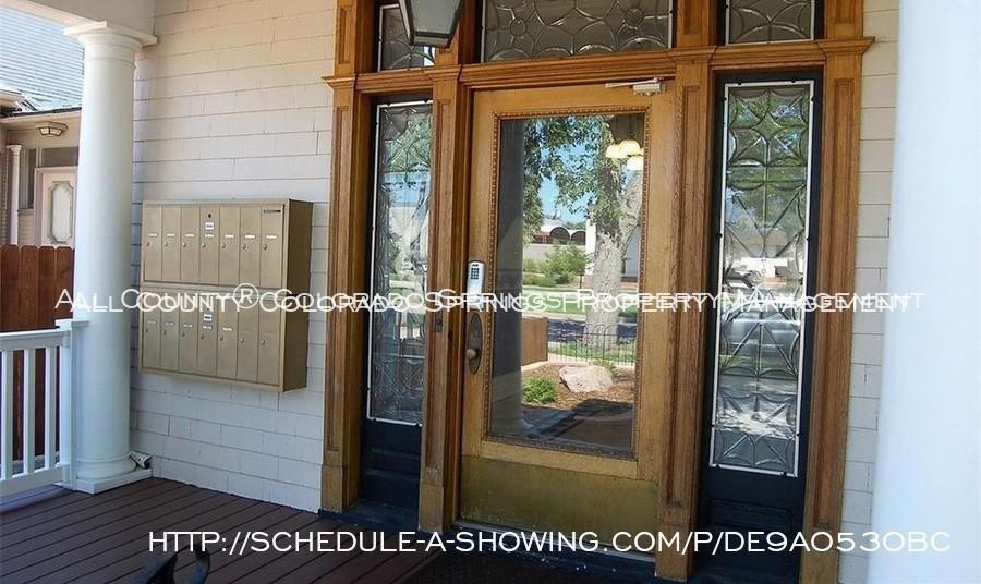Room_for_rent_near_colorado_college-front_door