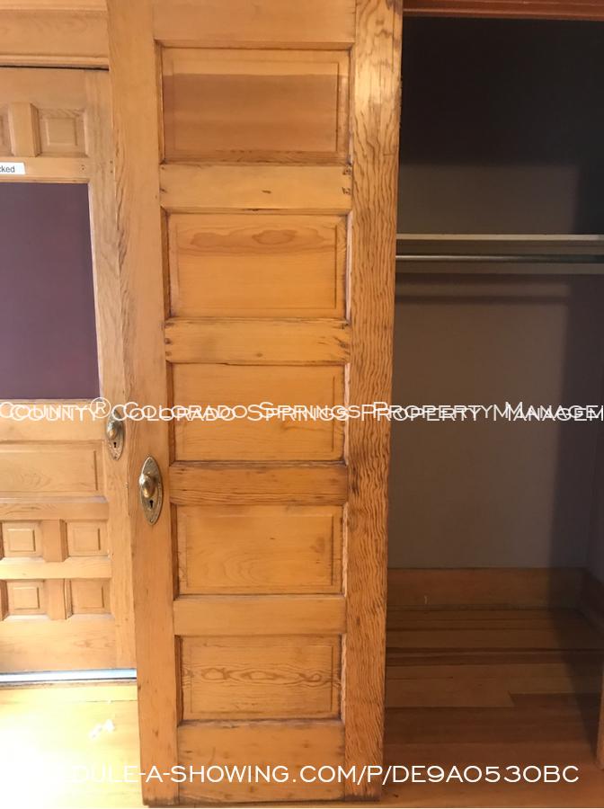 Room_for_rent_near_colorado_college-closet_2