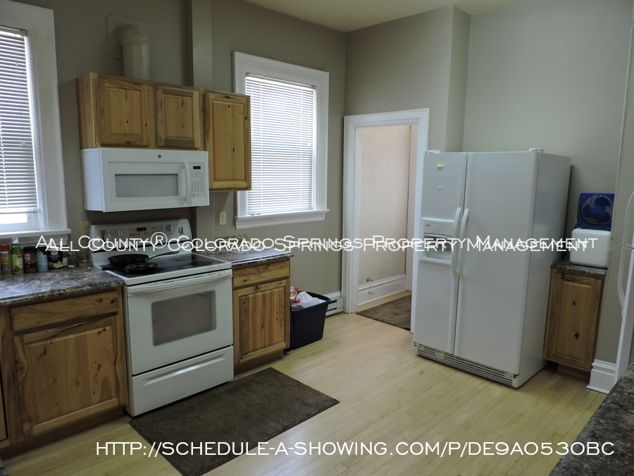 Room_for_rent_near_colorado_college-main_kitchen_2