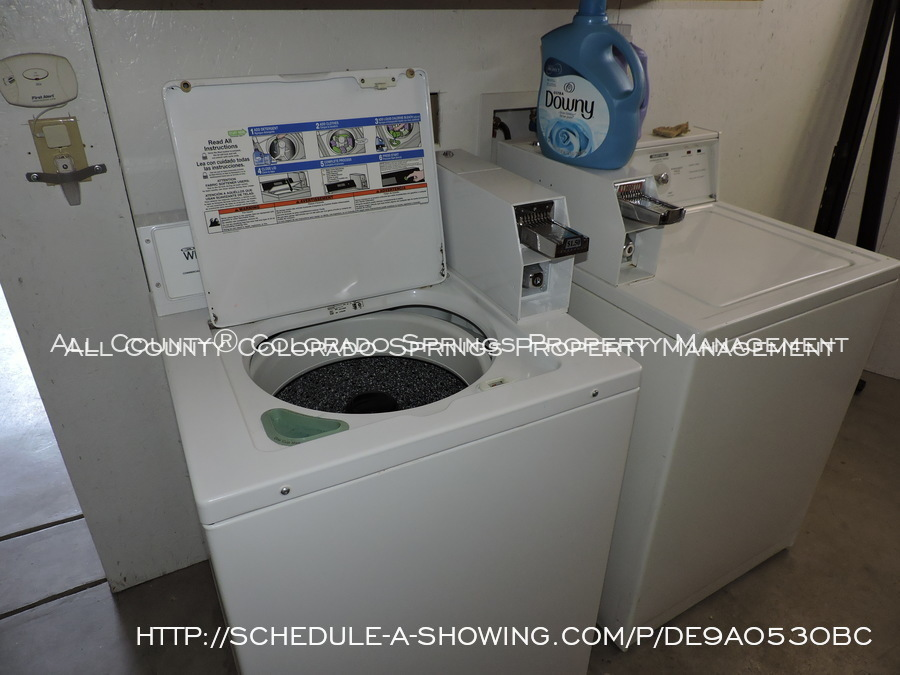 Room_for_rent_near_colorado_college-laundry_2
