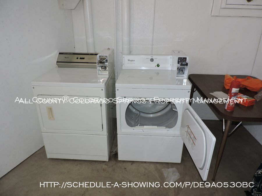 Room_for_rent_near_colorado_college-laundry_3