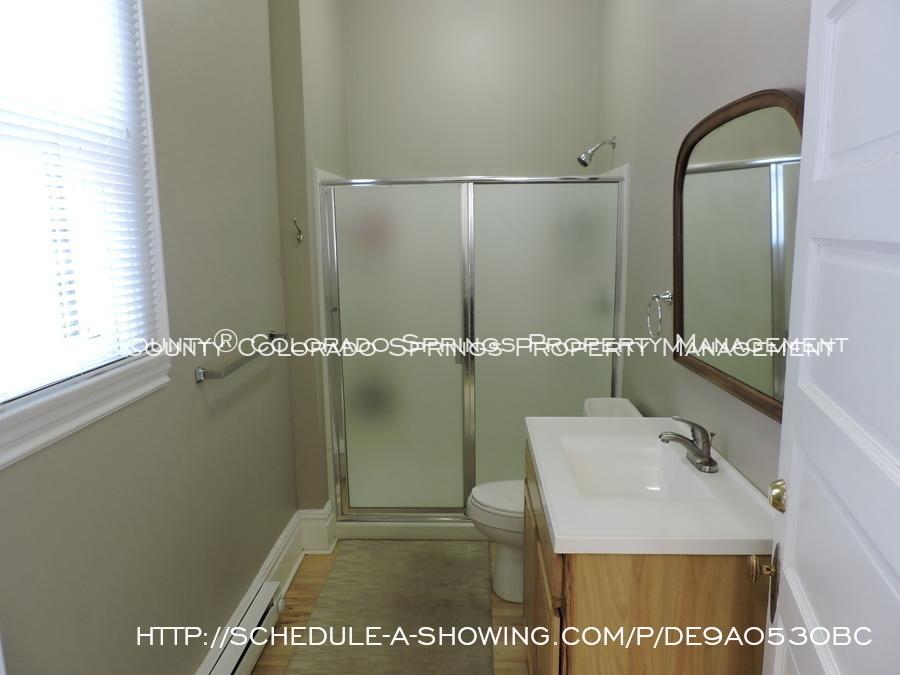Room_for_rent_near_colorado_college-main_full_bath_2