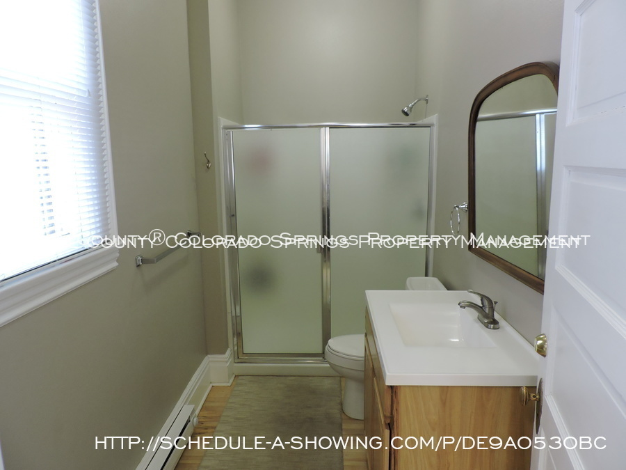 Room_for_rent_near_colorado_college-main_full_bath_2
