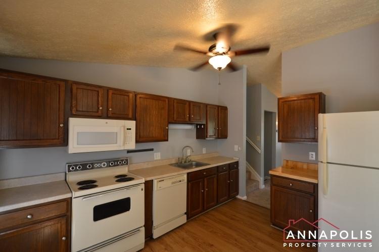1657-canonade-court-id741-kitchen