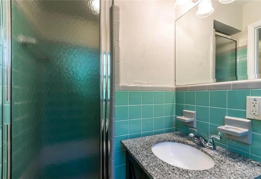 Bathroom_master_bedroom_2