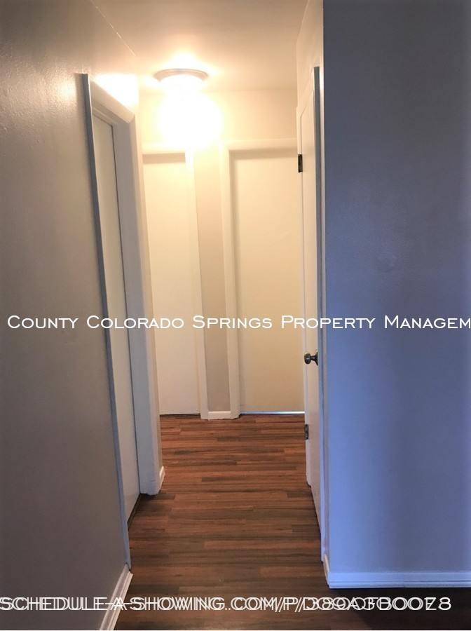 Apartment_for_rent_close_to_peterson_air_force_base_afb-hallway
