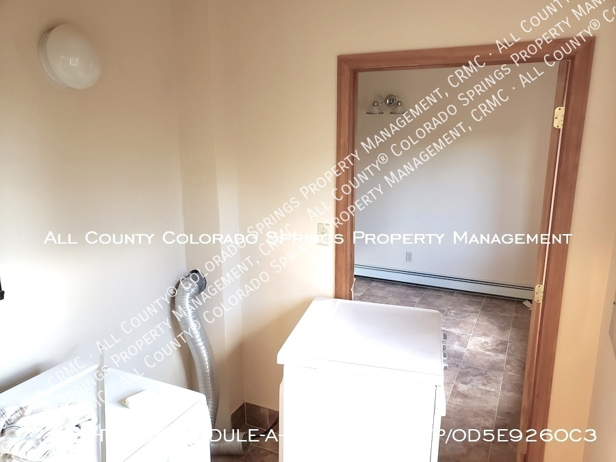 Peaceful_country_home_for_rent__close_to_schriever_air_force_base-laundry_room_ul