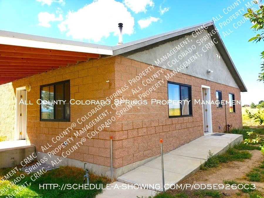 Peaceful_country_home_for_rent__close_to_schriever_air_force_base-side_entrance
