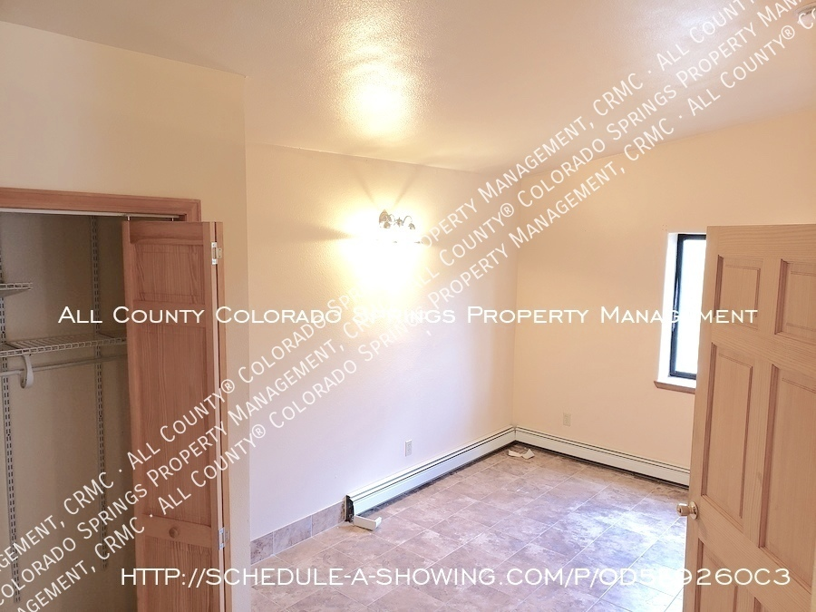 Peaceful_country_home_for_rent__close_to_schriever_air_force_base-room_off_kitchen_area