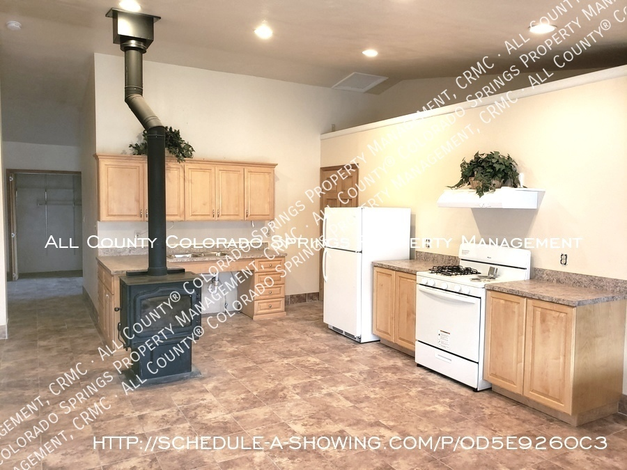 Peaceful_country_home_for_rent__close_to_schriever_air_force_base-new_kitchen