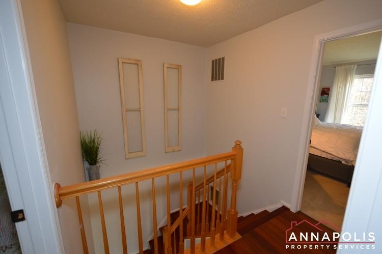 700-pine-drift-drive-id1071-upper-hallway