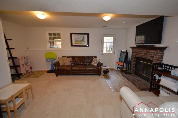 700-pine-drift-drive-id1071-family-room-c(1)