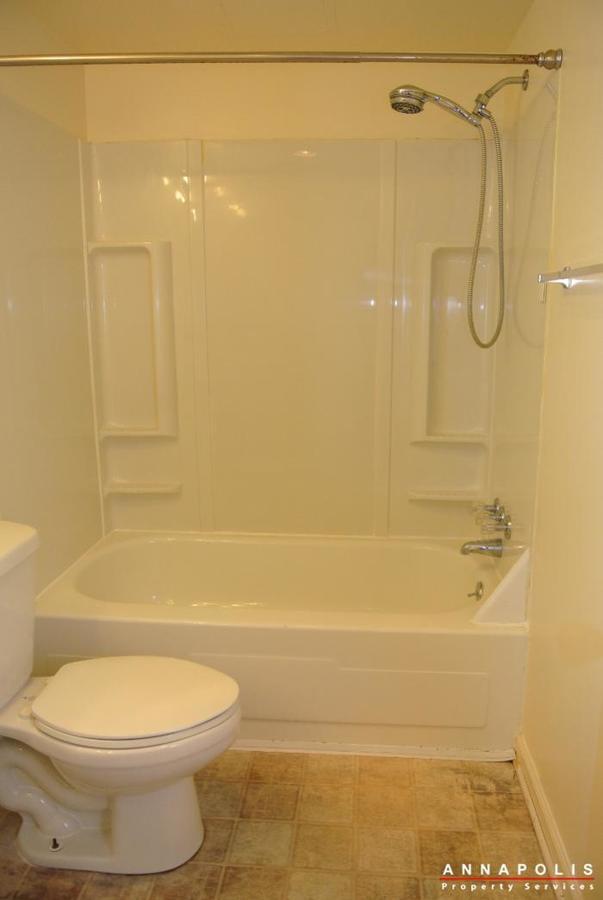 17-silverwood-circle-2-id254-bathroom-b