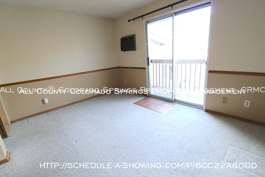 Condo_for_rent_near_us_air_force_academy-family_room