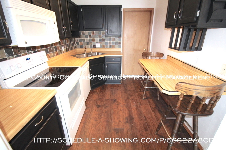 Condo_for_rent_near_us_air_force_academy-kitchen