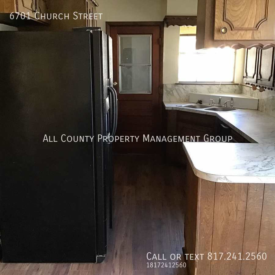Side_view_of_kitchen