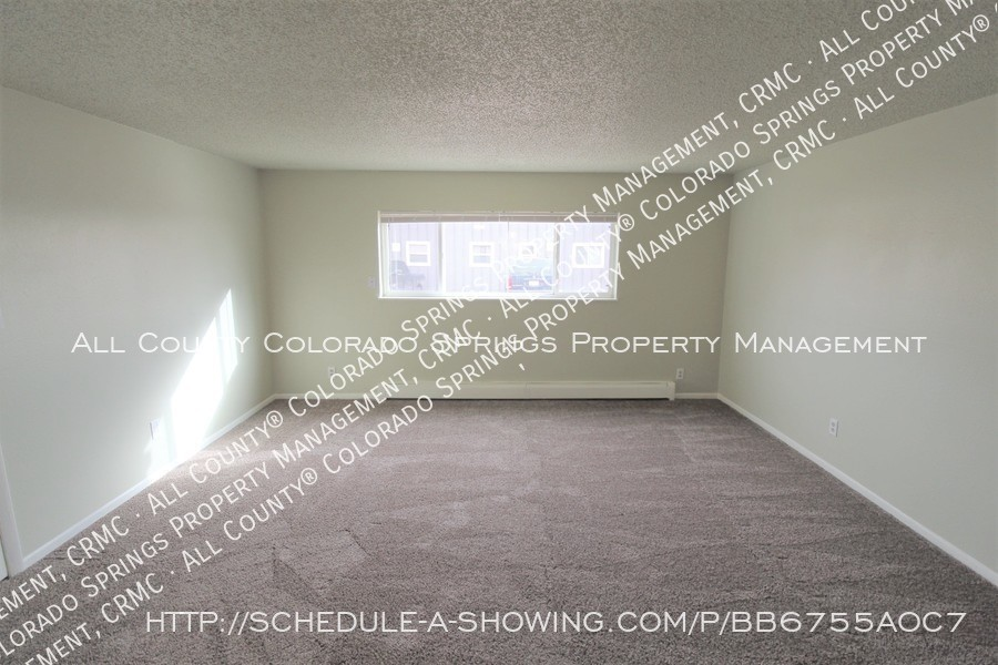 West_side_apartment_for_rent_near_cheyenne_mountain-bedroom_1