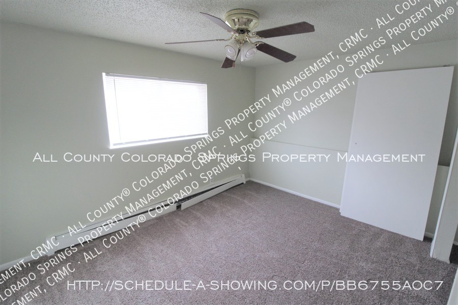 West_side_apartment_for_rent_near_cheyenne_mountain-bedroom_2
