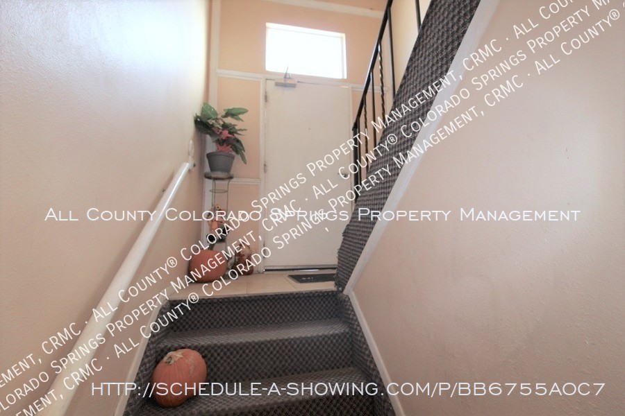 West_side_apartment_for_rent_near_cheyenne_mountain-front_entry