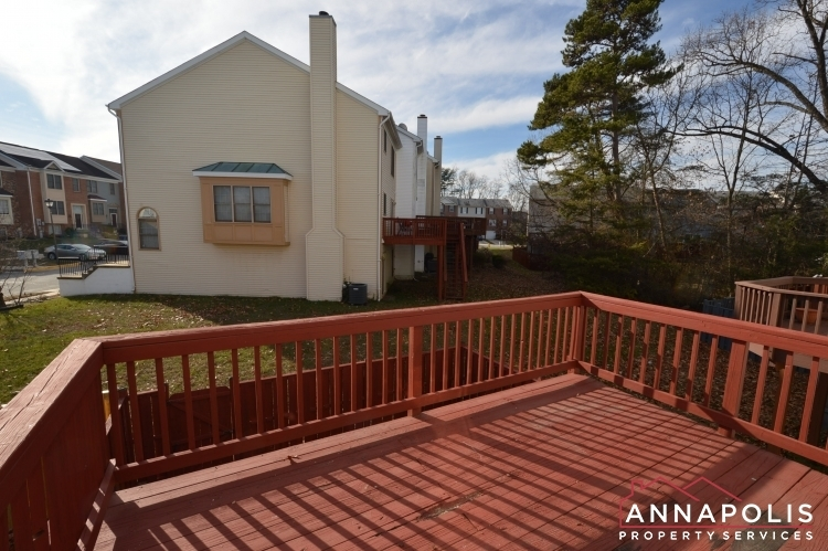 2110-colonel-way-id1077-deck