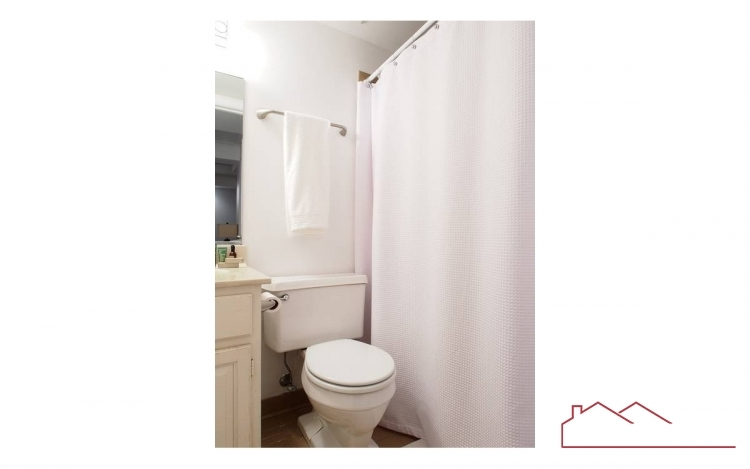 21-city-gate-lane-id1079-basement-bath