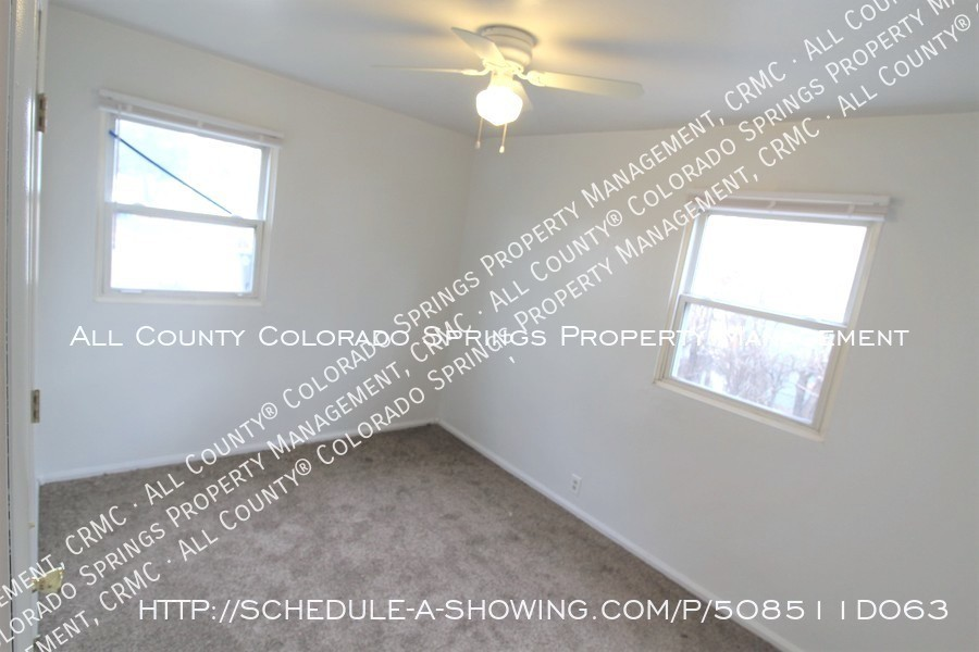 Small 1 level home for rent near fort carson military base and norad at cheyenne mountain bedroom3