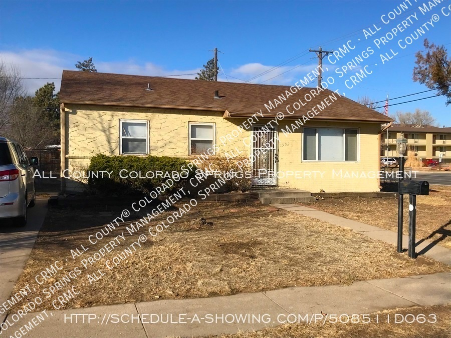 Small_1-level_home_for_rent_near_fort_carson_military_base_and_norad_at_cheyenne_mountain-front_exterior
