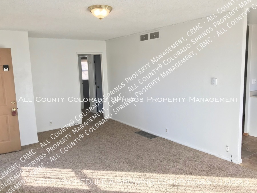 Small 1 level home for rent near fort carson military base and norad at cheyenne mountain living room2