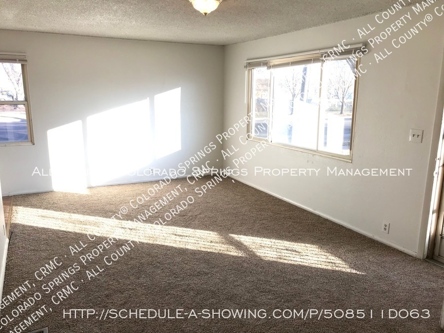 Small 1 level home for rent near fort carson military base and norad at cheyenne mountain living room3