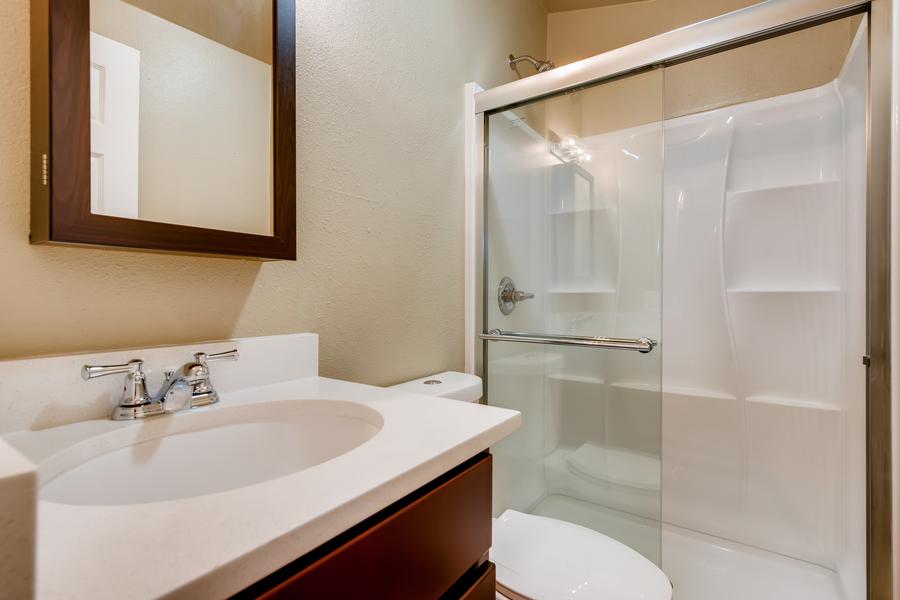 6900 s bannock st littleton co print 010 010 4910 master bathroom 3600x2400 300dpi