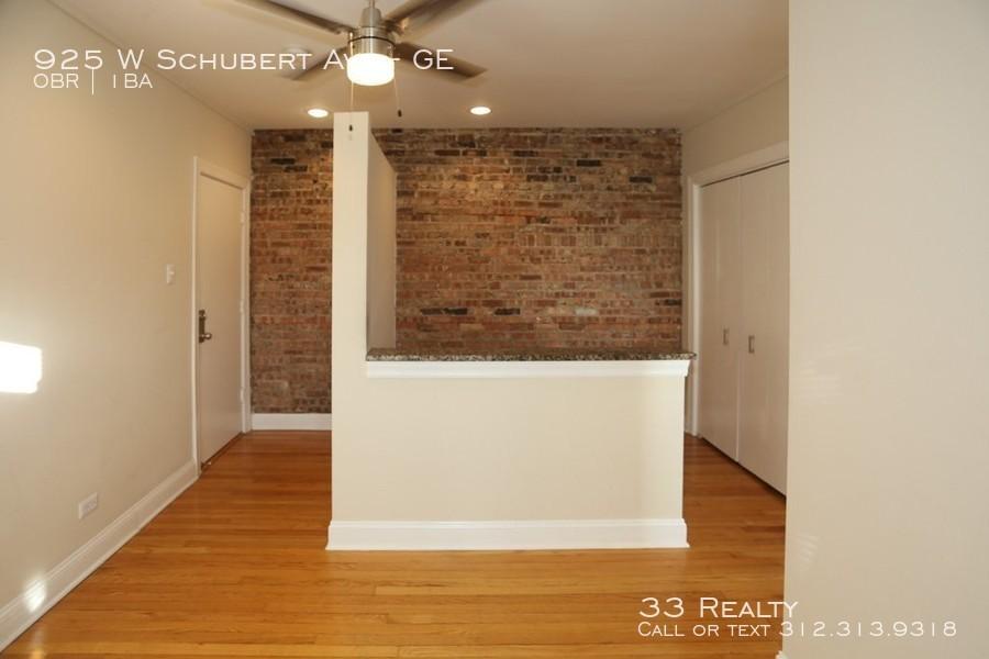 915-w-schubert-ave-unit-1c-chicago-il-building-photo%281%29_-_john_kurtz