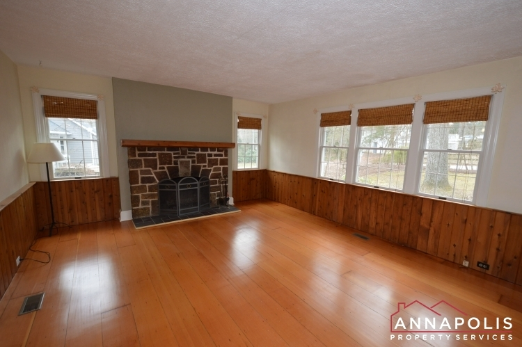 307-old-county-road-id1060-living-bn