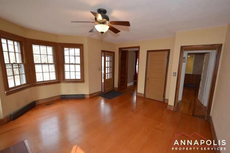 307-old-county-road-id1060-family-room-bn