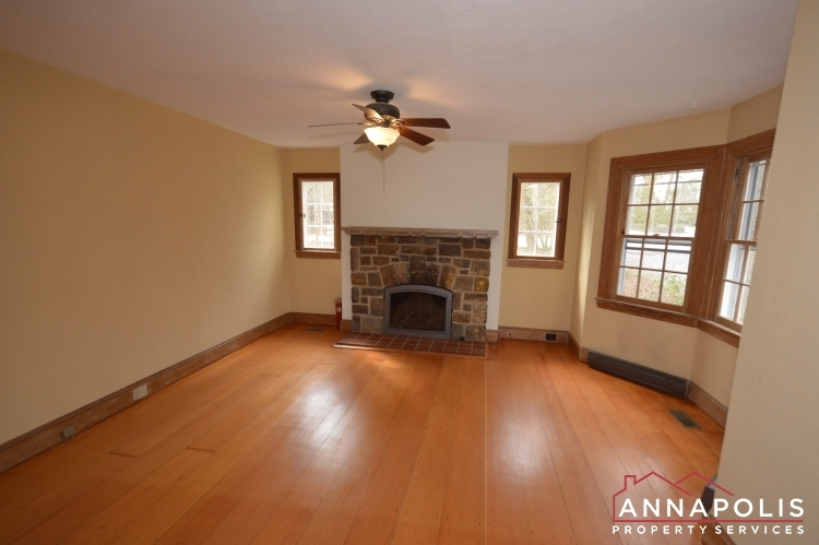 307-old-county-road-id1060-family-room-cn