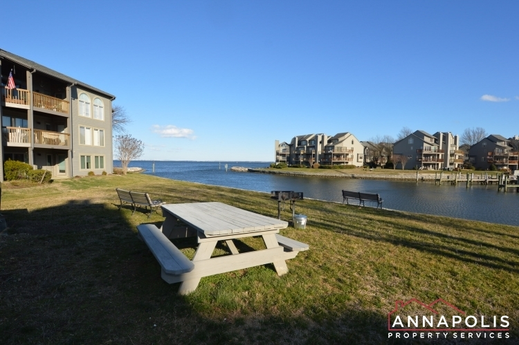 7006-channel-village-court-202-id1085-picnic-and-grill-area