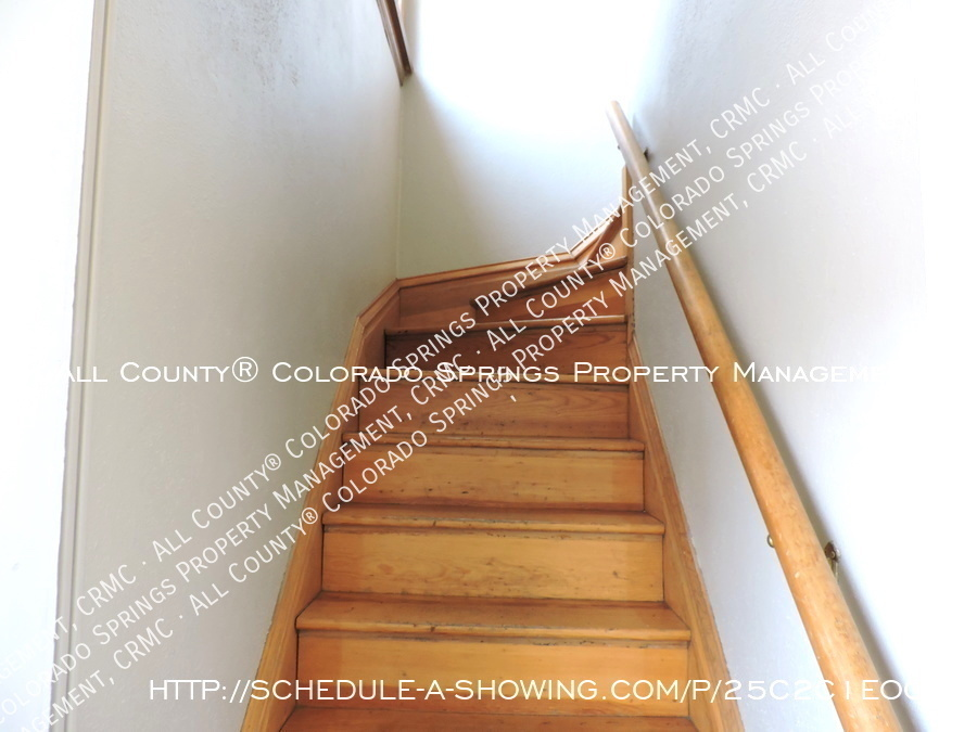 Downtown_studio_apartment_for_rent_in_victorian_home_near_colorado_college_cc-back_staircase