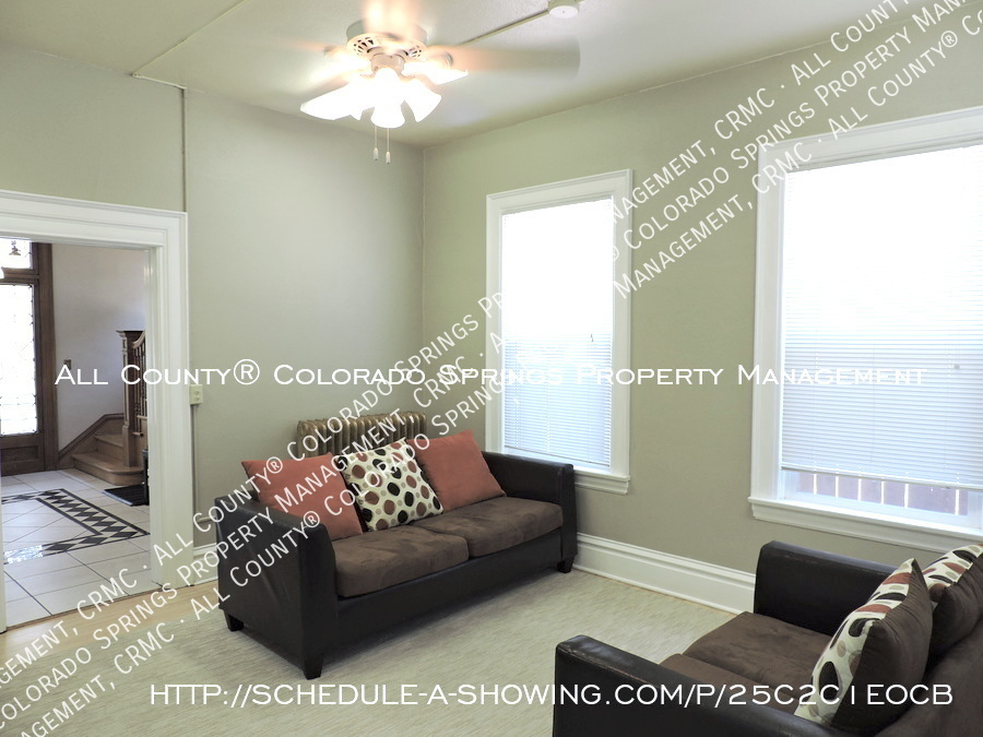 Downtown_studio_apartment_for_rent_in_victorian_home_near_colorado_college_cc-common_area