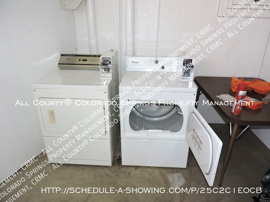 Downtown_studio_apartment_for_rent_in_victorian_home_near_colorado_college_cc-laundry3