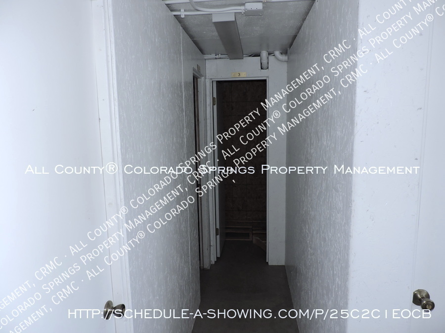 Downtown_studio_apartment_for_rent_in_victorian_home_near_colorado_college_cc-storage