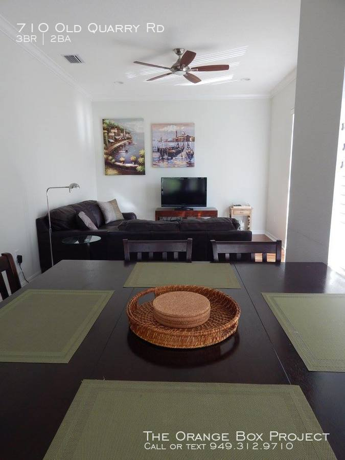 Dining_nook_and_family_room