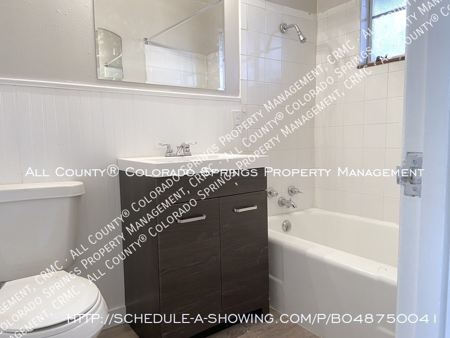 1_bedroom__1_bath_condo_for_rent_on_colorado_springs_west_side_near_fort_carson_military_base-bathroom