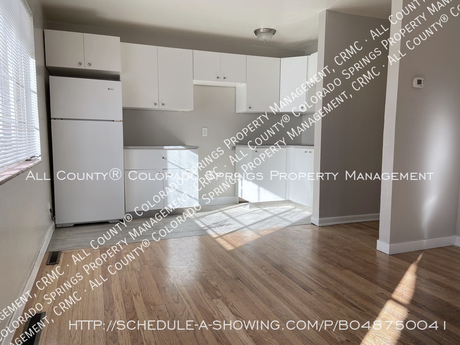 1_bedroom__1_bath_condo_for_rent_on_colorado_springs_west_side_near_fort_carson_military_base-kitchen