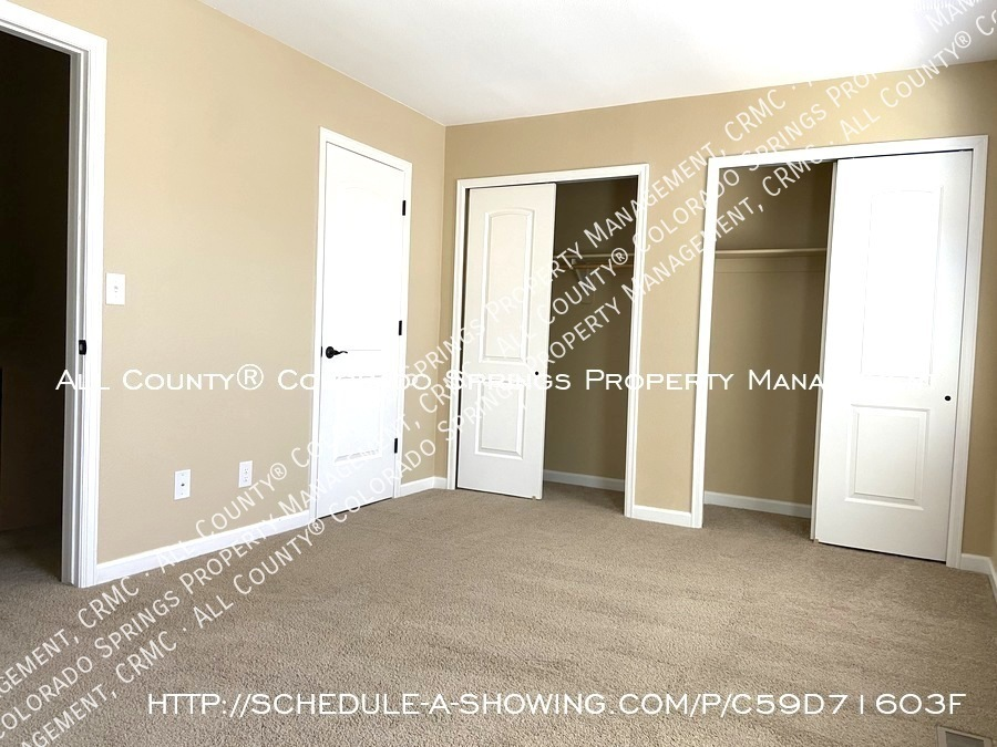 3-bedroom_townhome_for_rent_near_mountains_and_cheyenne_mountain_air_force_station-bedroom1
